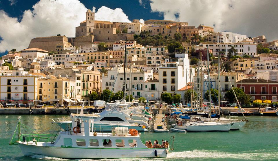 Dalt vila desde el puerto